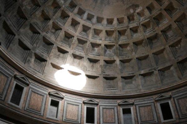 El panteón es una colección de maravillosos arcos formados bajo una columna.