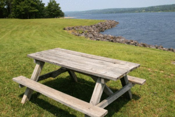 Mesas de día de campo pueden ser fabricadas de madera compuesta reciclada.