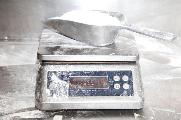No necesitas una balanza de alimentos para medir el peso de la harina.