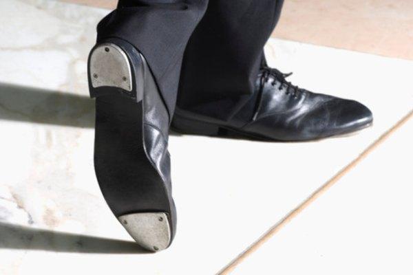 Los zapatos modernos de tap utilizan delgadas placas metálicas para conseguir su sonido.