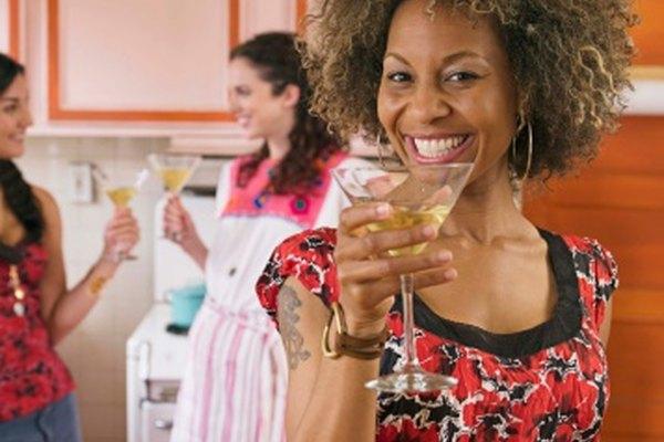 Haz ponches sin alcohol para reuniones grandes.