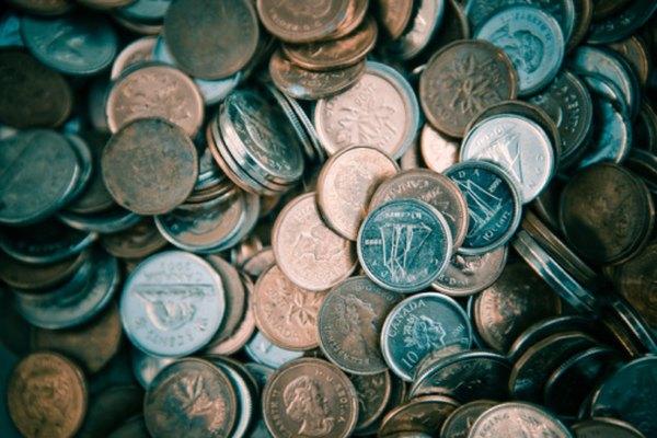 Puedes perforar cualquier moneda con un simple martillo y un clavo.