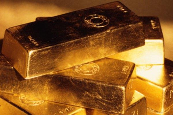 El oro puro exhibe un tinte amarillo más profundo.