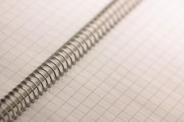 Usa un papel cuadriculado para asegurarte de realizar segmentos de líneas rectos.
