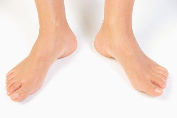 Mide los tobillos mientras estás de pie para obtener un número confiable.