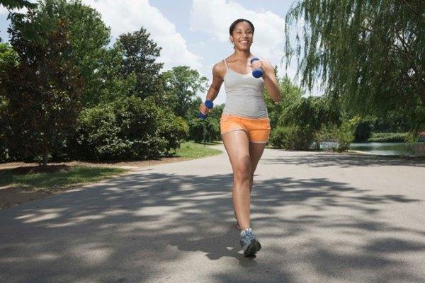 En tu podómetro, 2,000 pasos aproximadamente equivalen a una milla (1.6 km).