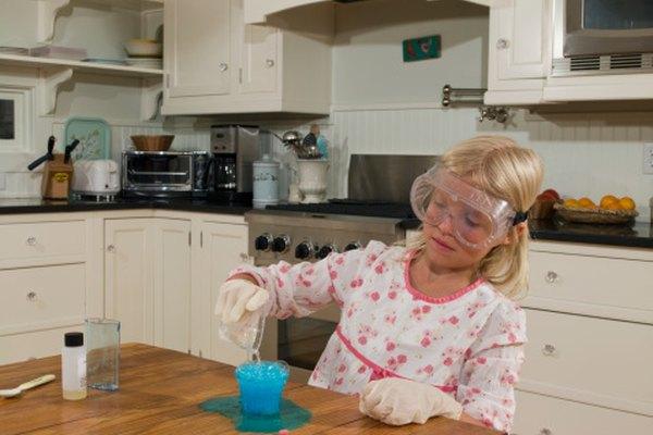 Incluso los niños pequeños pueden aprender los conceptos básicos del método científico.
