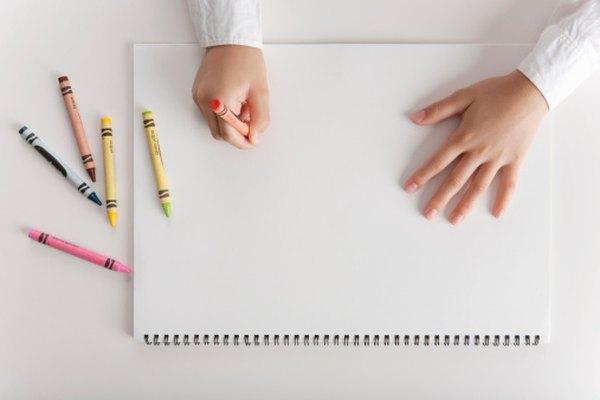 El crayón puede ser borrado del papel usando calor y un borrador.