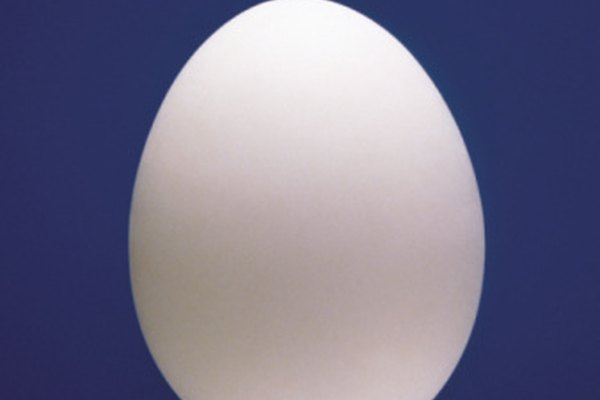 Los huevos sin la cascara pueden cambiar su tamaño cuando son colocados en diferentes soluciones.