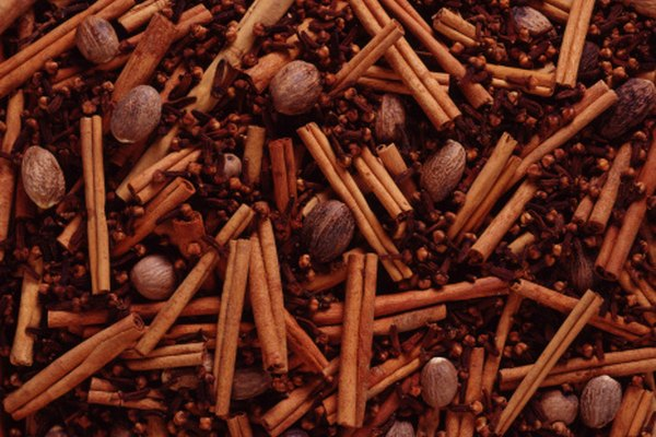 Los clavos de olor tienen un sabor picante y caliente.