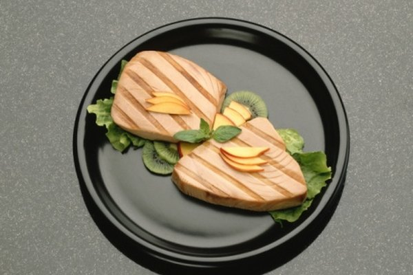 No tires las sobras de pescado; puedes recalentarlo.