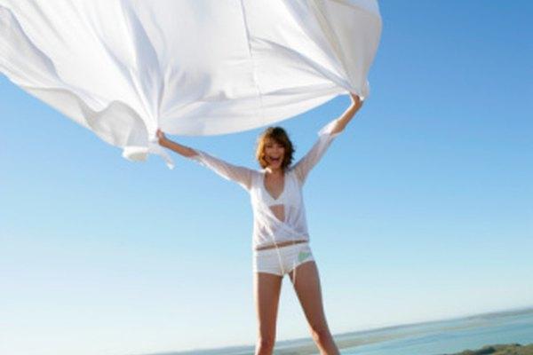 Las tela de sábanas es una muy apropiada para hacer un disfraz de viento.