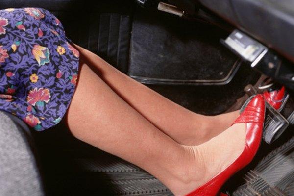 Un poco de gasolina en tus zapatos creará un gran problema en la alfombra.