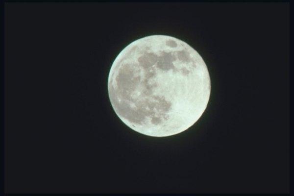 Un móvil te permite demostrar por qué vemos la luna llena en ciertos momentos.