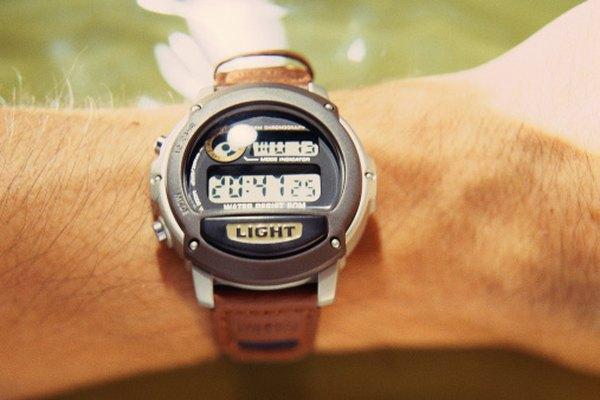 Te toma sólo unos segundos ajustar la alarma de tu reloj.