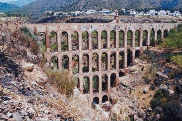 Los restos de acueductos romanos todavía se pueden ver hoy en día.