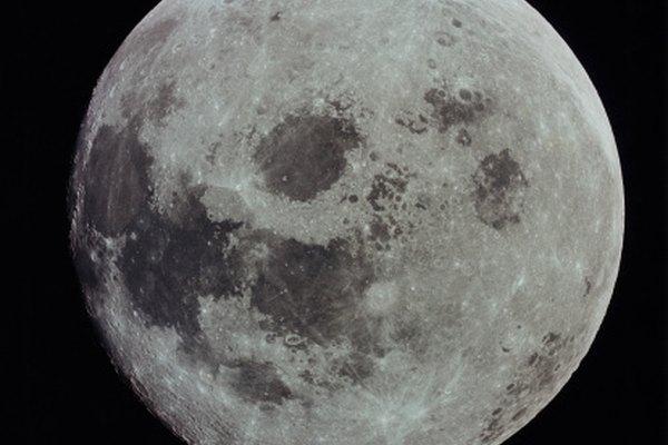 La luna llena es un espectáculo glorioso de contemplar.