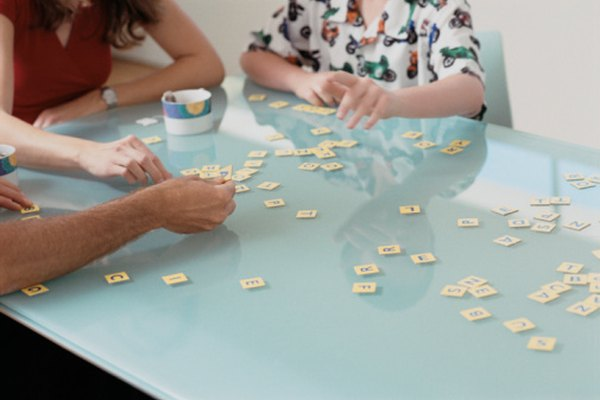 Los juegos ayudan a los estudiantes de inglés a recordar el nuevo vocabulario con mayor facilidad.