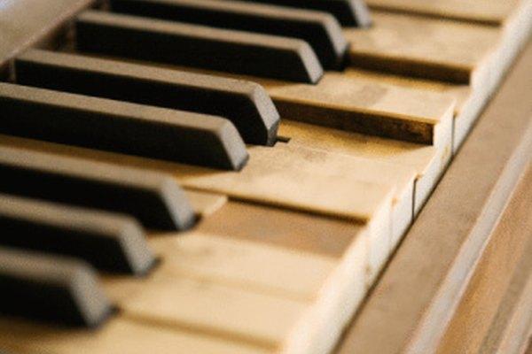 Las teclas de piano viejas necesitan un poco de cuidado.