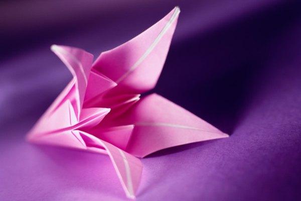 El doblez en el origami puro requiere seguir instrucciones y concentración.