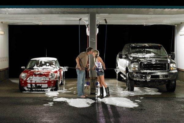 Luego de quitar la savia, lava el auto normalmente.