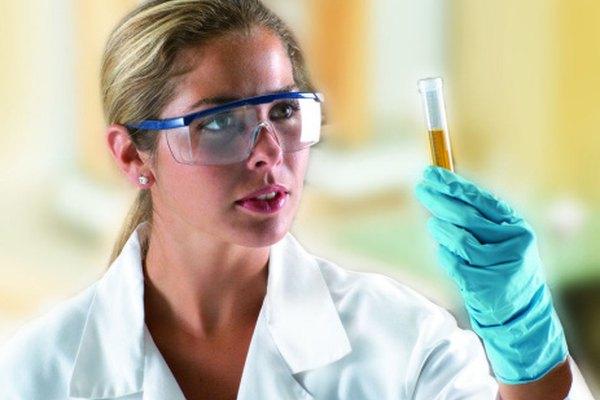 Los ingenieros biomédicos realizan investigaciones para desarrollar nuevas tecnologías para la medicina.