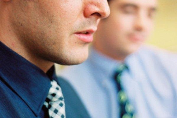 Pregunte a un conocido para un puesto de trabajo posible en su compañía.