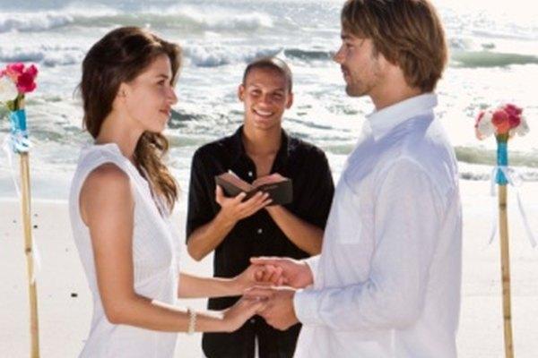 Una boda tradicional empieza por dar la bienvenida a los invitados que han asistido para ser testigos de la unión.