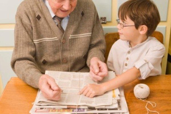Los estudiantes también pueden involucrar a sus padres y abuelos para que participen en el reciclaje de papel.