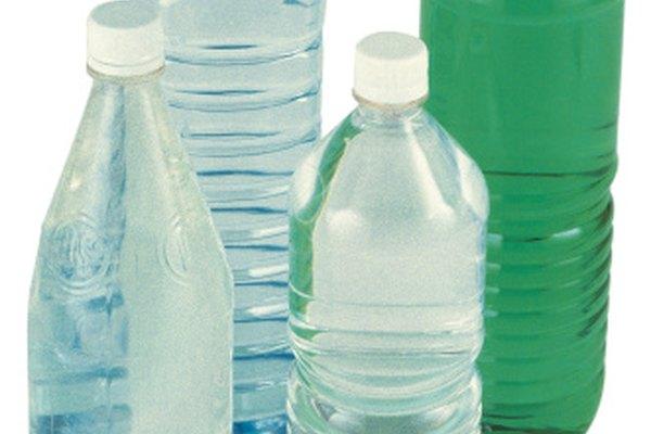 Muchas botellas de plástico están hechas de PET.
