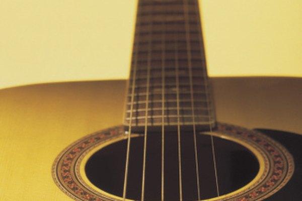 Unos pocos cambios menores pueden mejorar una guitarra económica.
