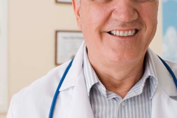 Los endocrinólogos son doctores son un entrenamiento especializado en medicina interna.