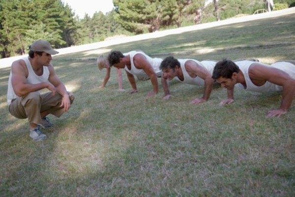 Las flexiones aumentan la fortaleza de la parte superior del cuerpo.