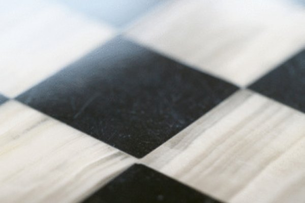 Puedes utilizar un patrón diagonal a cuadros, también.