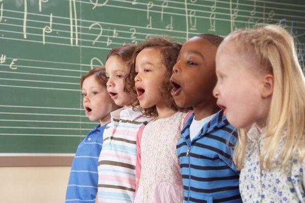 El solo cantar La Canción del alfabeto ayuda a los niños a entender el orden alfabético.