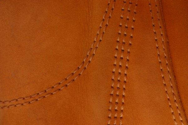 Las puntadas en el cuero le agregan resistencia y belleza a las prendas de cuero.