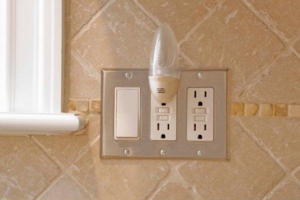 Los puntos de GFI se encuentran comúnmente en áreas húmedas y contienen un interruptor eléctrico para proteger de los choques eléctricos accidentales.