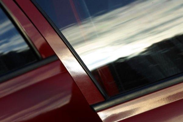 Polarizar las ventanas de tu auto puede reducir el brillo y el calor al interior del mismo.