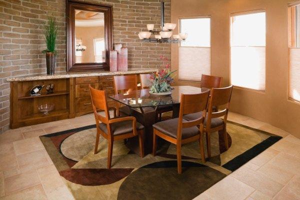 Modernizar las cubiertas de tus sillas, moderniza el cuarto.