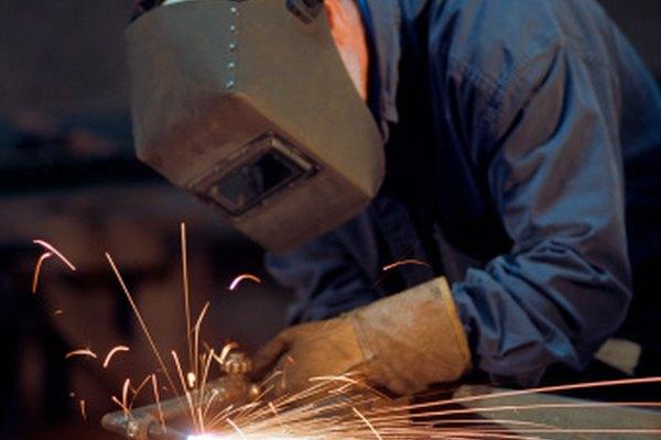 Soldar puede crear salpicaduras de metal que son difíciles de limpiar.