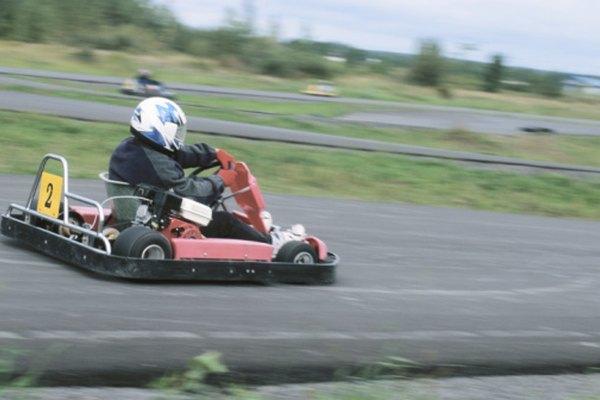 Los go-karts se clasifican de acuerdo a su diseño, motor y tipo de transición.