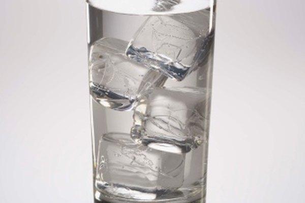 El agua de hielo es un sistema de dos fases en el que el hielo se funde para producir un sistema de una sola fase.