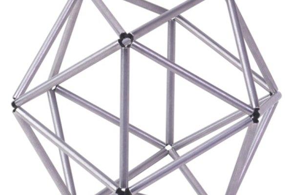 Cuatro propiedades distinguen las figuras tridimensionales de las bidimensionales.