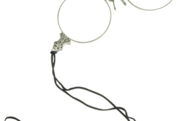 Los antiguas gafas estaban hechas con lentes planos que requerían que el usuario mirara en línea recta para ver los objetos en foco.