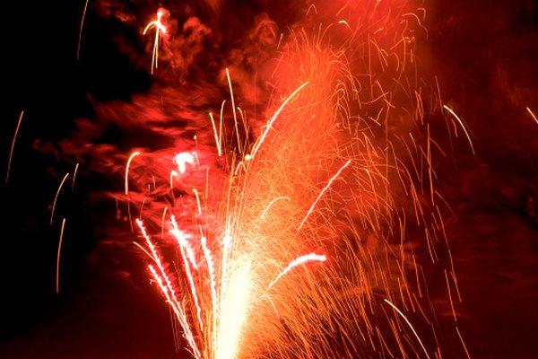 Los fuegos artificiales son responsables de que muchas familias pierdan sus hogares cada año.
