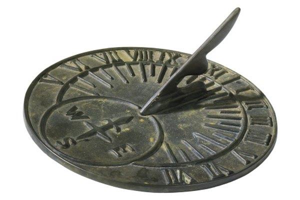 Los relojes solares dan la hora solar, que necesita convertirse a hora de reloj.
