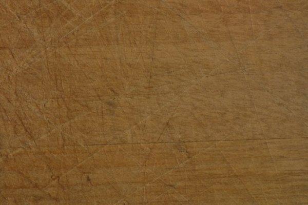 El MDF se puede reparar con pegamento para madera.