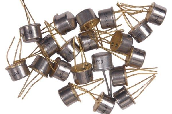 Los transistores reemplazaron los tubos de vacío con muchas funciones clave para los circuitos.
