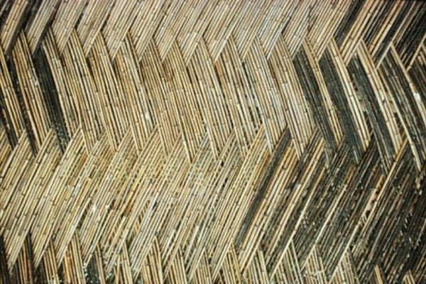 El bambú tiene una cáscara exterior dura naturalmente, y el interior puede ser endurecido por el fuego.