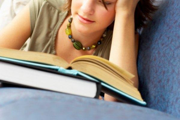 Puedes empezar un proyecto de comparación y contraste de dos libros escogiendo los libros o escogiendo un tema o autor y después los libros.